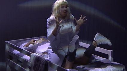 "Sia Performs ""Chandelier"" Live Feat. Lena Dunham"