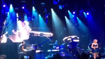 Coldplay Joined On Stage By Kylie Minogue