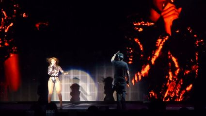 "Jay Z & Beyonce Perform ""Holy Grail"" Live On ""On The Run Tour"""