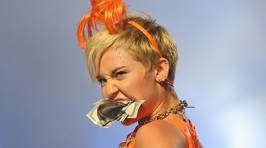 Miley Cyrus Performs With Her Bangerz Set in Melbourne