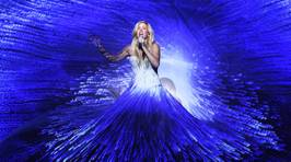 Ellie Goulding Wears Incredible 600ft Dress For Royal Variety Performance