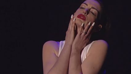 Anne Hathaway Channels Miley & Lip Syncs 'Wrecking Ball'
