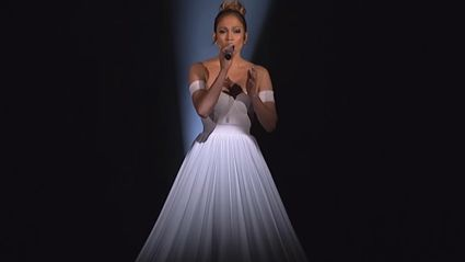 Jennifer Lopez Sings And Her Performance Is Amazing!