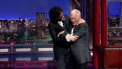 Howard Stern Tries Kissing David Letterman During Late Show Farewell