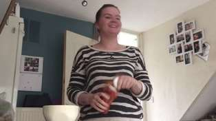 Man Pranks His Girlfriend With Ketchup Bomb