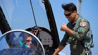 Tom Cruise Lookalike In The Pakistan Air Force