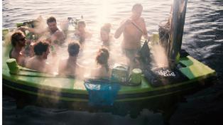 Floating Hot Tub Lets You Sail While You Soak