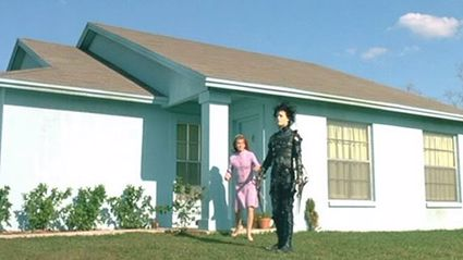 "25-Years-Later This Is What the ""Edward Scissorhands"" Neighbourhood Looks Like"