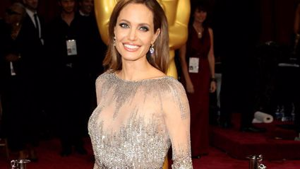Scottish Angelina Jolie Look-Alike Goes Viral