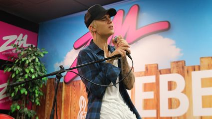 "Justin Bieber Performs ""What Do You Mean"" Live & Acoustic"