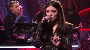 "Lorde + Disclosure Perform ""Magnets"" Live On SNL"