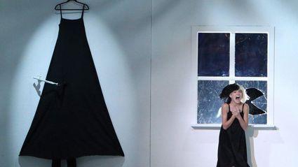 Sia Performs 'Alive' Live With Maddie Ziegler On Ellen