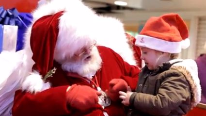 VIDEO: Santa Uses Sign Language to Speak to Child Who Can't Hear Very Well
