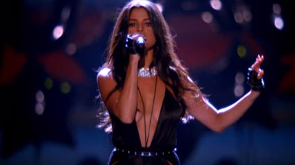 Selena Gomez Performs At The VS Fashion Show - Slams Lip-Syncing Rumours