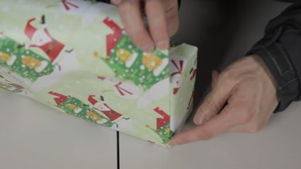 Watch the faster way people wrap presents in Japan