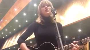 "Taylor Swift gives acoustic performance of ""I Don't Wanna Live Forever (Fifty Shades Darker)"""