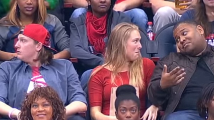 Girl pashes stranger on Kiss Cam after her boyfriend rejects her
