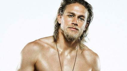 Charlie Hunnam says he wants to visit NZ and have a beer with FVM!