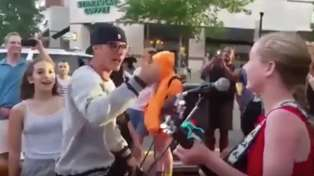 Justin Bieber stopped in the street to sing along with a young busker