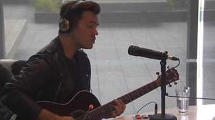 Andy Grammer performs acoustic rendition of 'Fresh Eyes' live in studio