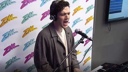 LAUV performs 'I Like Me Better' live and acoustic