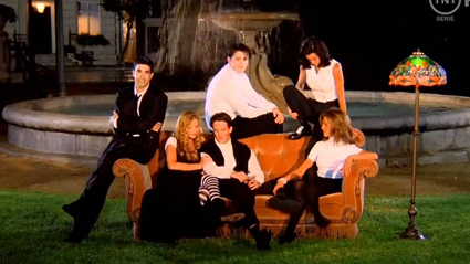 The Friends couch is going on tour and you can get photo with it!