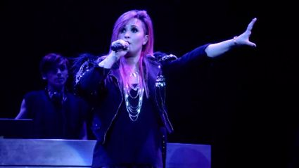 Demi Lovato - Neon Lights (Live from the Neon Lights Tour)