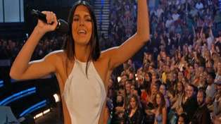 #BBMAs - Kendall Jenner Butchers Her Introduction