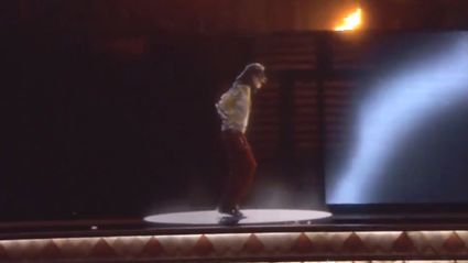 #BBMAs - Michael Jackson Hologram Performance - Slave To The Rhythm